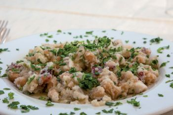 Chickpeas and octopus