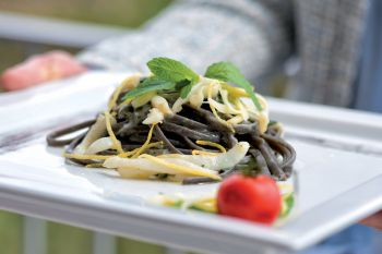 Linguine with cuttlefish ink, with cuttlefish, scamorza and lemon