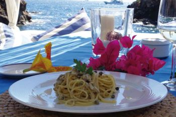 """Spaghetti with """"ischitan anchovies"""", capers from pantelleria, crumbs of bread and lemon zest"""