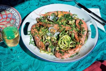 Zucchini spaghetti with clams and prawns